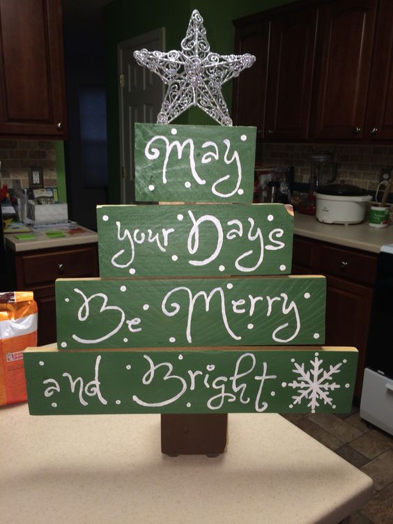 green pallet wood Christmas tree, each part is used as a sign