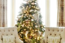 17 a gorgeous Christmas tree in gold and white
