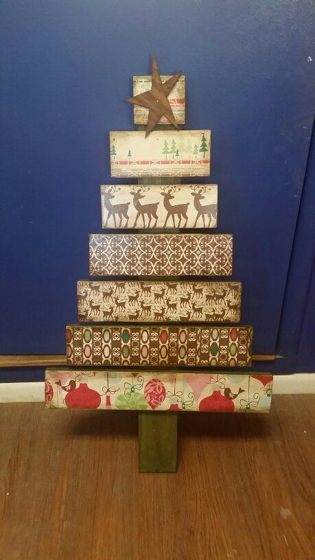 pallet Christmas tree using scrapbook paper