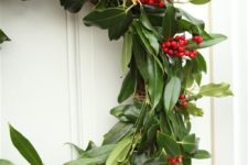 18 fresh holly wreath is ideal for the holiday but won't last that long