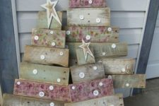 18 shabby pallet trees with stars and buttons