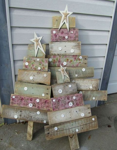 shabby pallet trees with stars and buttons