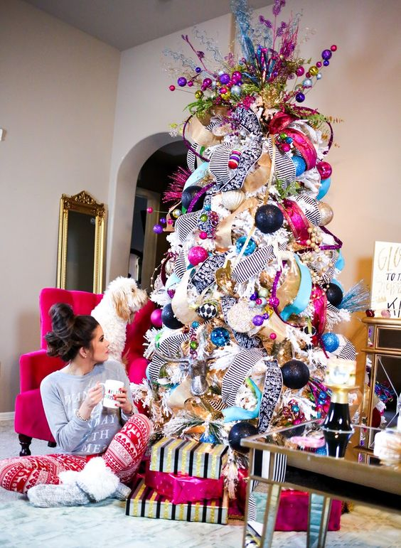super bold and cheerful Christmas tree decor