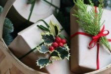 22 top gifts with holly berries and leaves for a festive touch