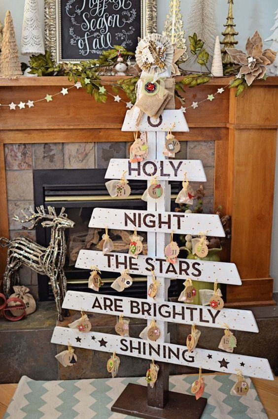pallet advent tree that can be DIYed