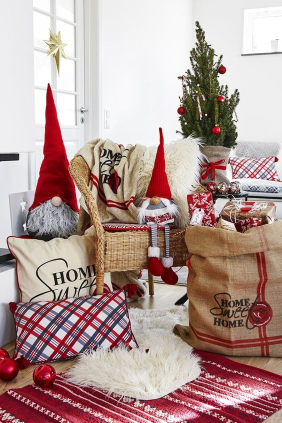 your tree can be a small yet bold one, and accessories will help you to make a statement