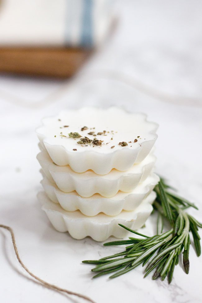 DIY eucalyptus rosemary melt and pour soaps (via helloglow.co)