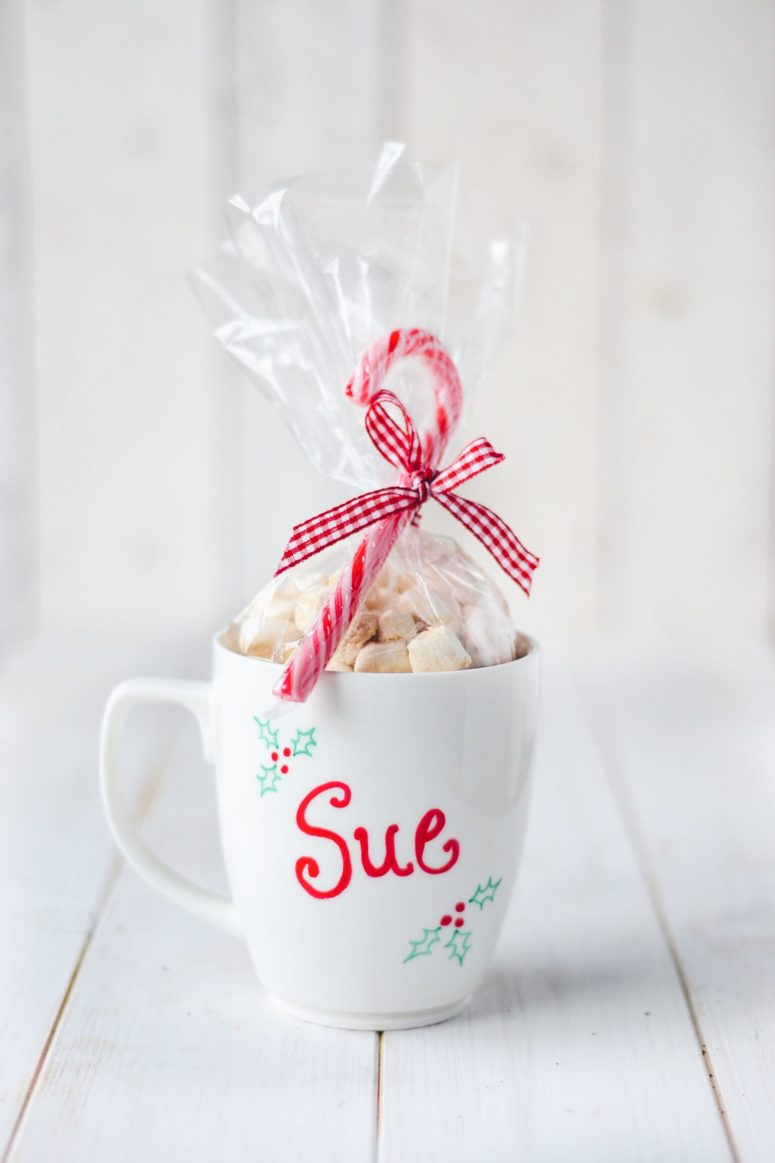 DIY vegan hot cocoa in a personalized mug (via wallflowerkitchen.com)