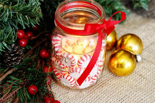 DIY peppermint mason jar candle lantern (via livelaughrowe.com)