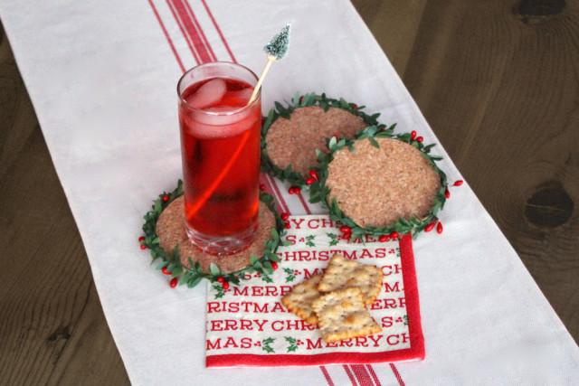 DIY festive cork coasters with mini wreaths (via www.lifeatcloverhill.com)