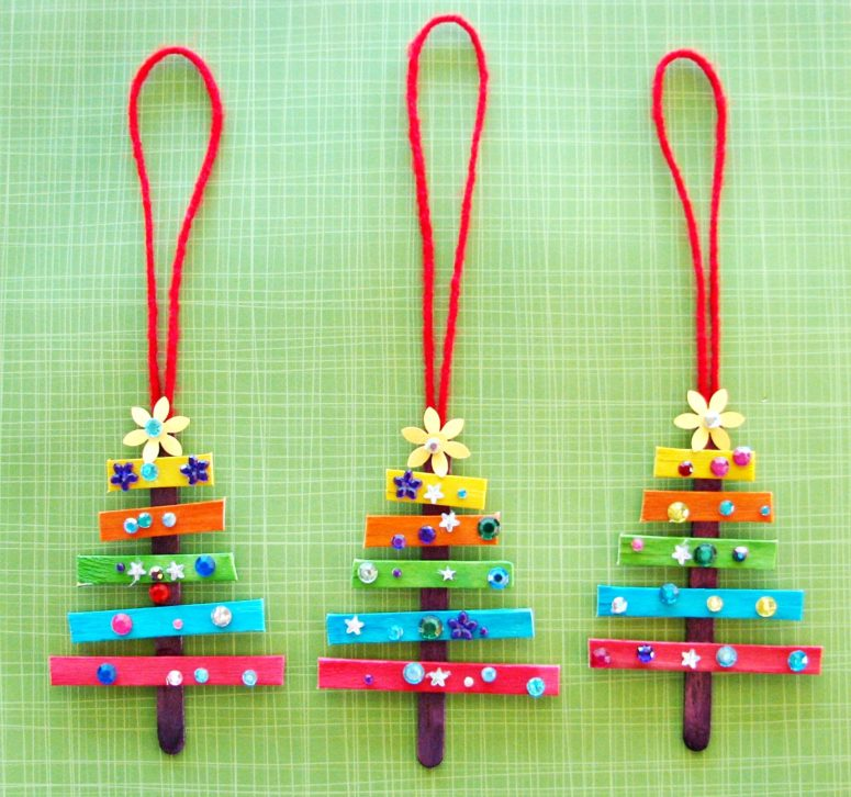 DIY colorful rhinestone Christmas trees (via trishabrinkdesign.blogspot.ru)
