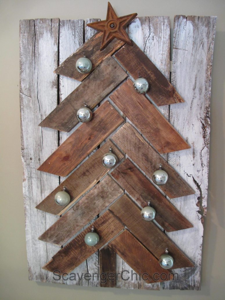 13 cool diy recycled pallet christmas trees shelterness. Black Bedroom Furniture Sets. Home Design Ideas