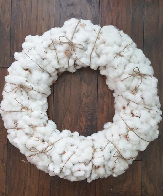 DIY cozy and fluffy cotton wreath (via thehoneycombhome.com)