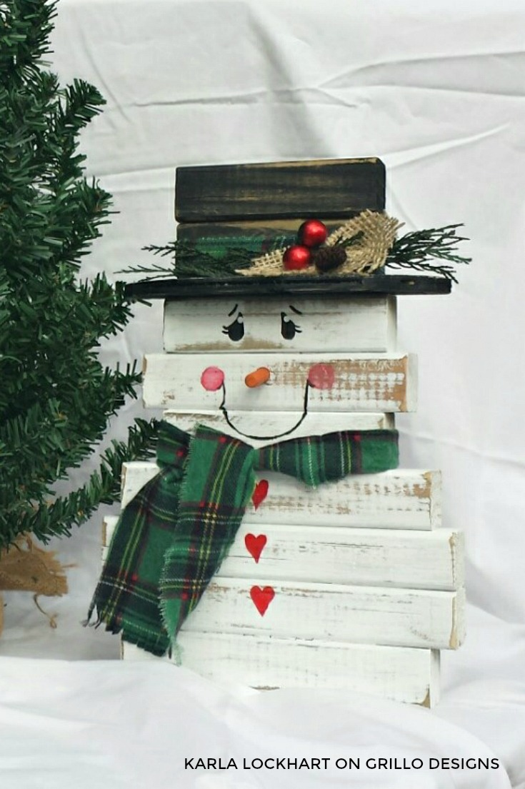 DIY easy wooden snowman decor for outdoors (via grillo-designs.com)