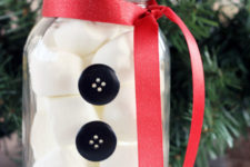 DIY snowman mason jar with marshmallows