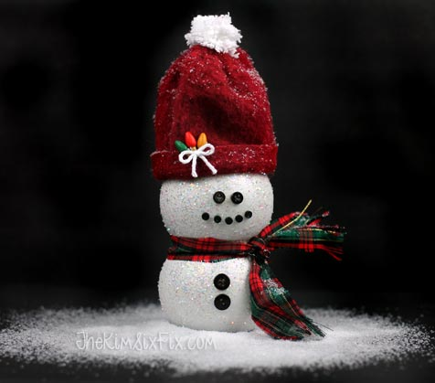 DIY pomegranate juice bottle snowman (via www.thekimsixfix.com)