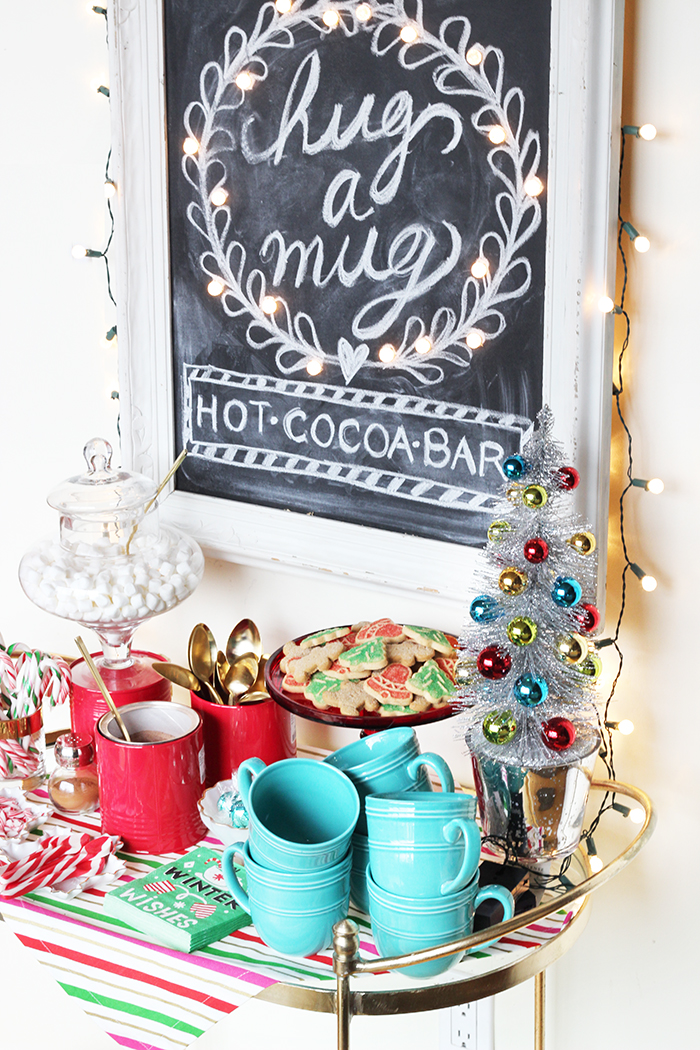 DIY hot cocoa bar sign with lights (via thesweetescape.ca)