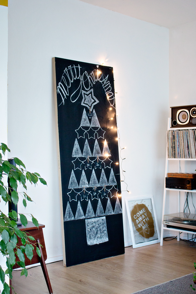 DIY minimal chalkboard tree (via www.lanaredstudio.com)