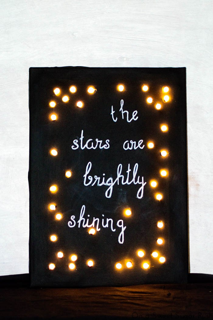 DIY twinkle light canvas chalkboard (via www.onasweetsugarrush.com)