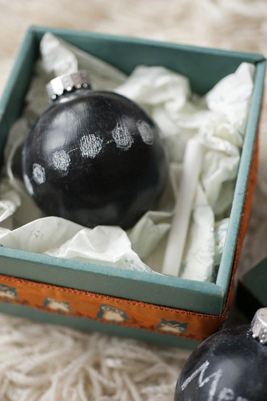 DIY chalkboard Christmas ball ornaments (via www.rustandsunshine.com)