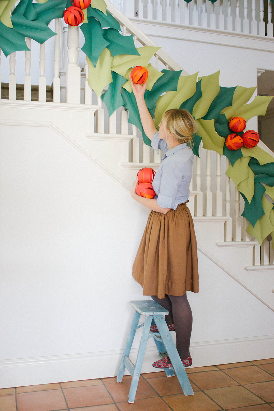 DIY holly berry garland of paper