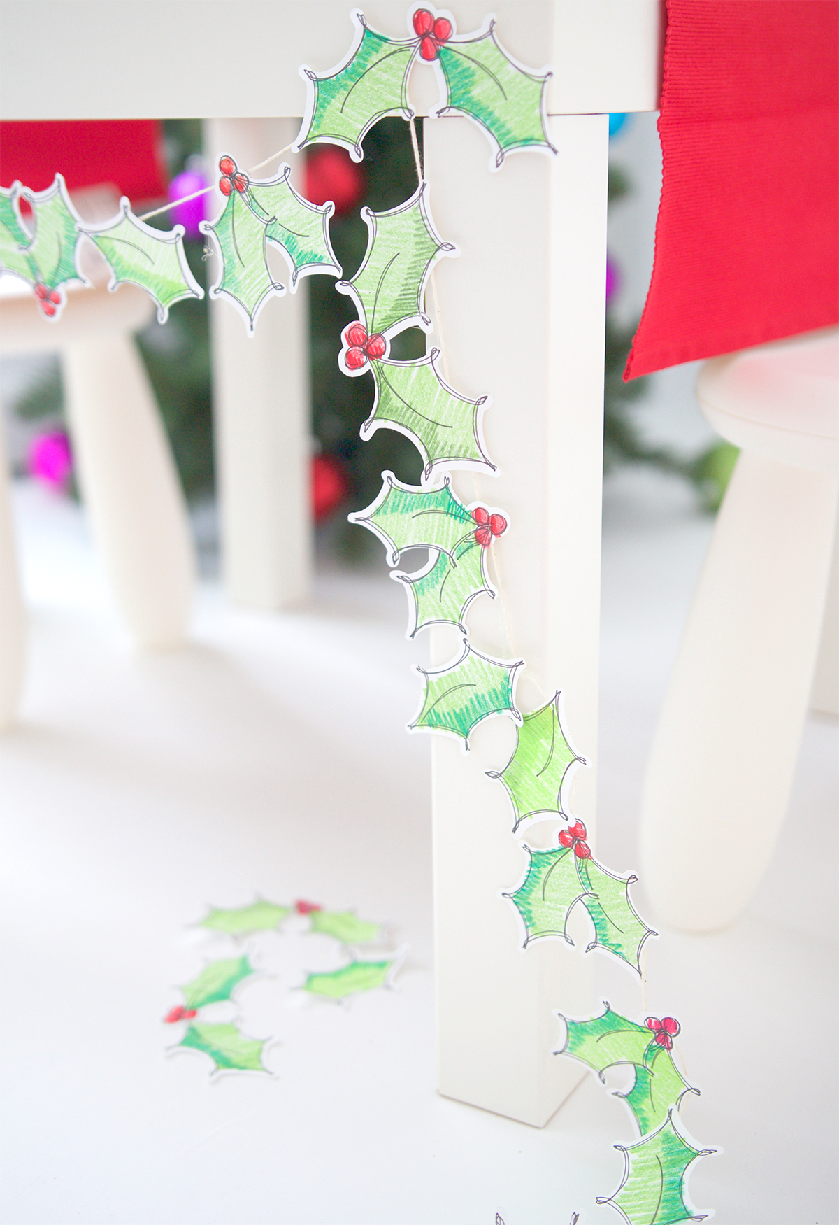 DIY Christmas holly garland of paper