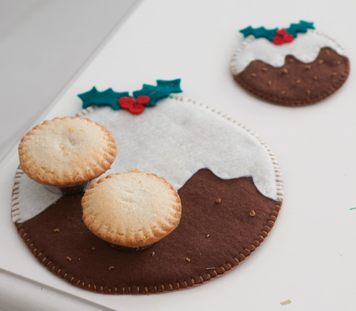 DIY holly berry puddin placemats and coasters