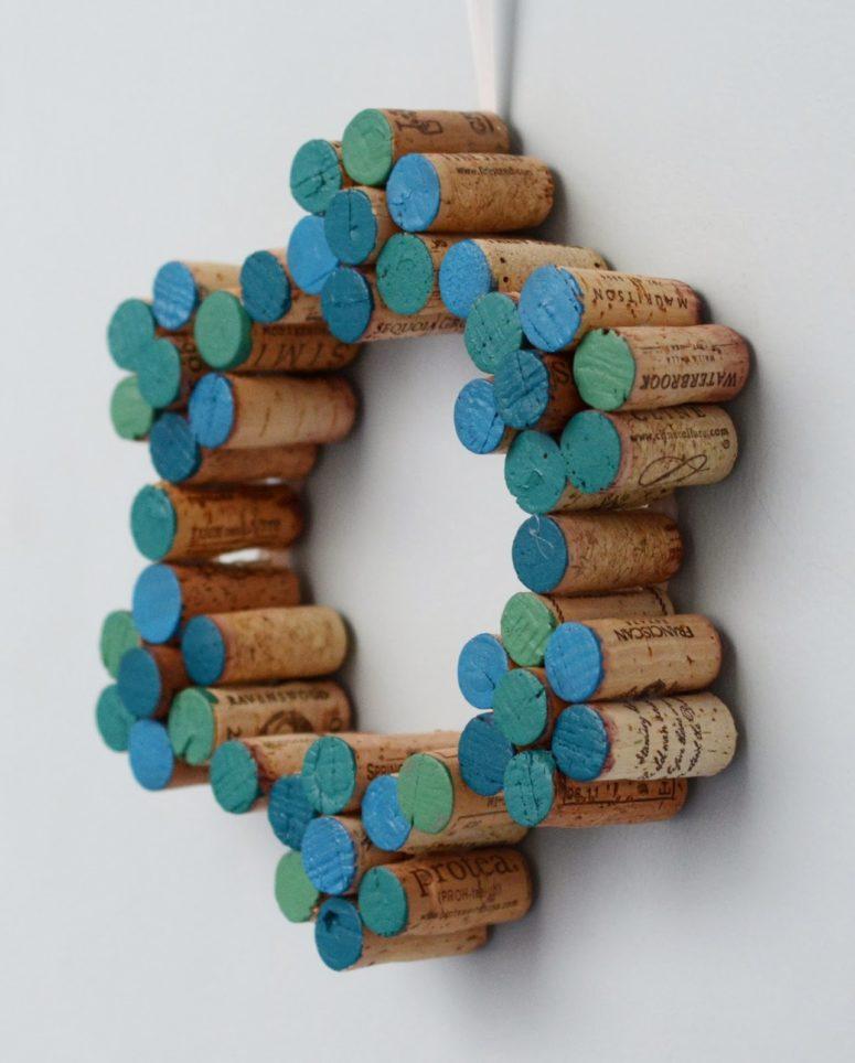 DIY painted snowflake cork wreath (via www.design-fixation.com)