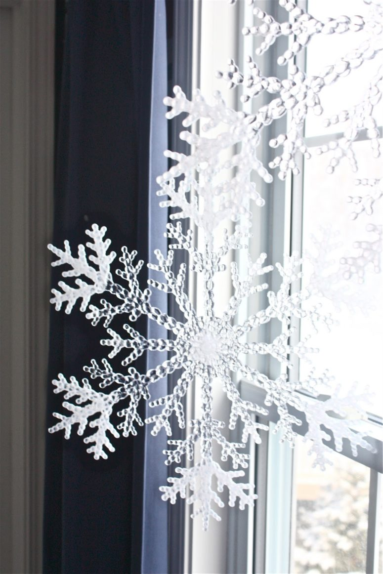 DIY dollar store plastic snowflake decor (via www.theyellowcapecod.com)