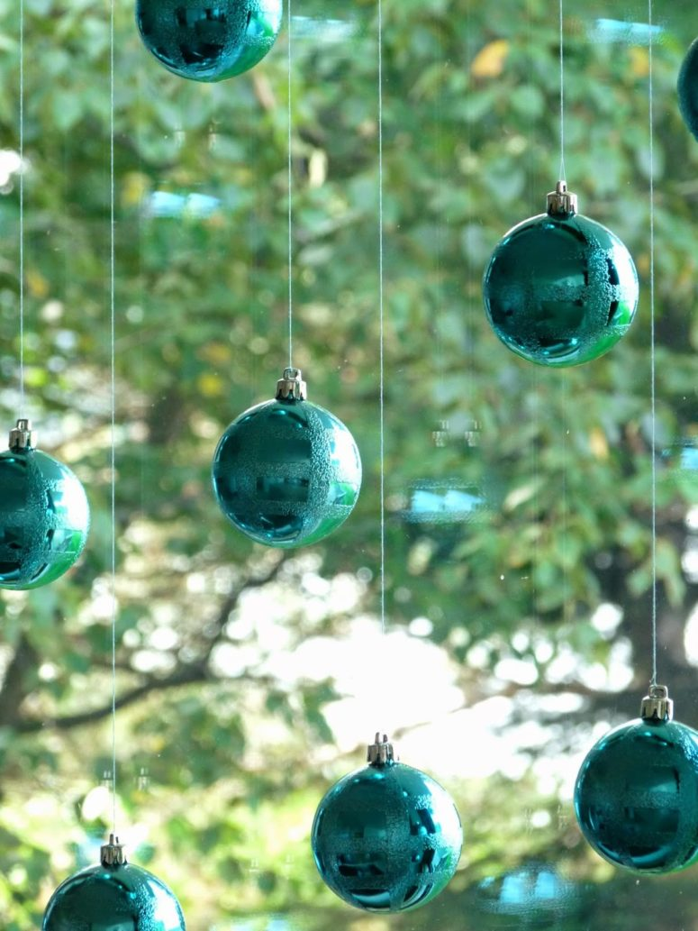 DIY window baubles hangings in the windows (via www.danslelakehouse.com)