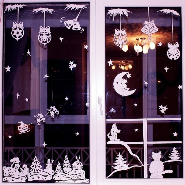 DIY paper Christmas window decorations with a free template (via www.fabartdiy.com)