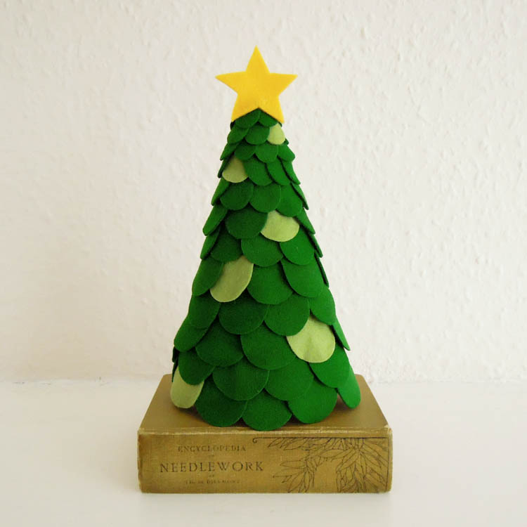 DIY scalloped Christmas tree of felt (via https:)