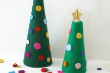 DIY felt Christmas trees and kids' activity to decorate them