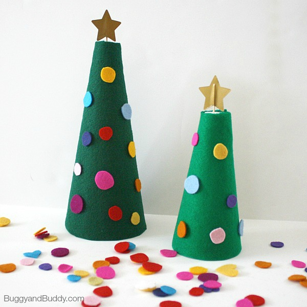 DIY felt Christmas trees and kids' activity to decorate them (via buggyandbuddy.com)