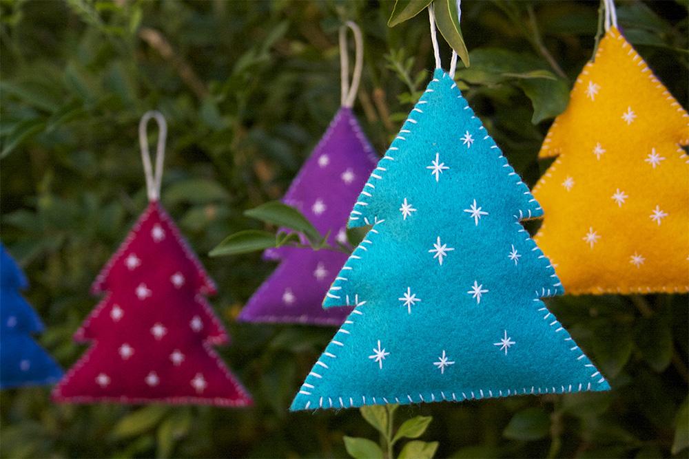 DIY stuffed embroidered felt Christmas trees