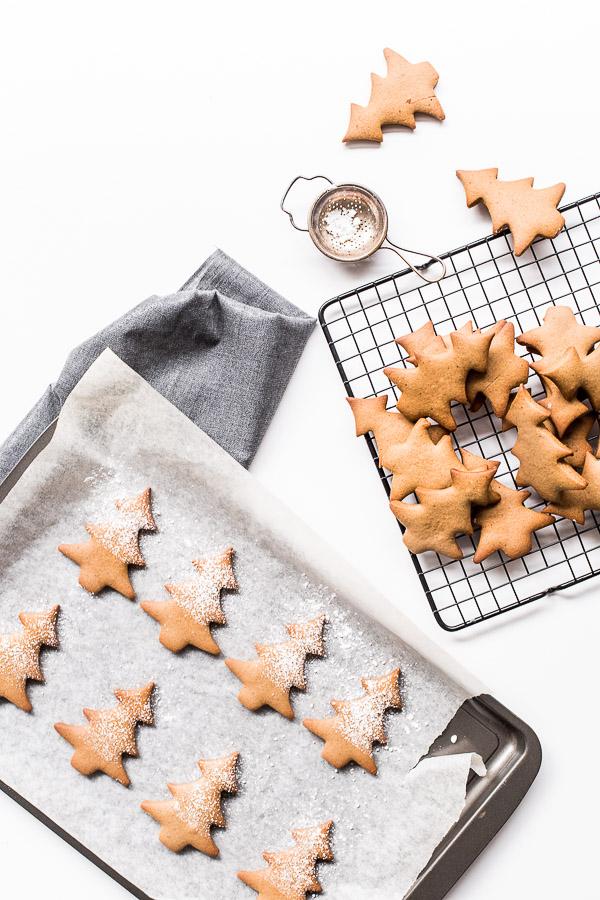 DIY red wine gingerbread cookies (via www.wandercooks.com)