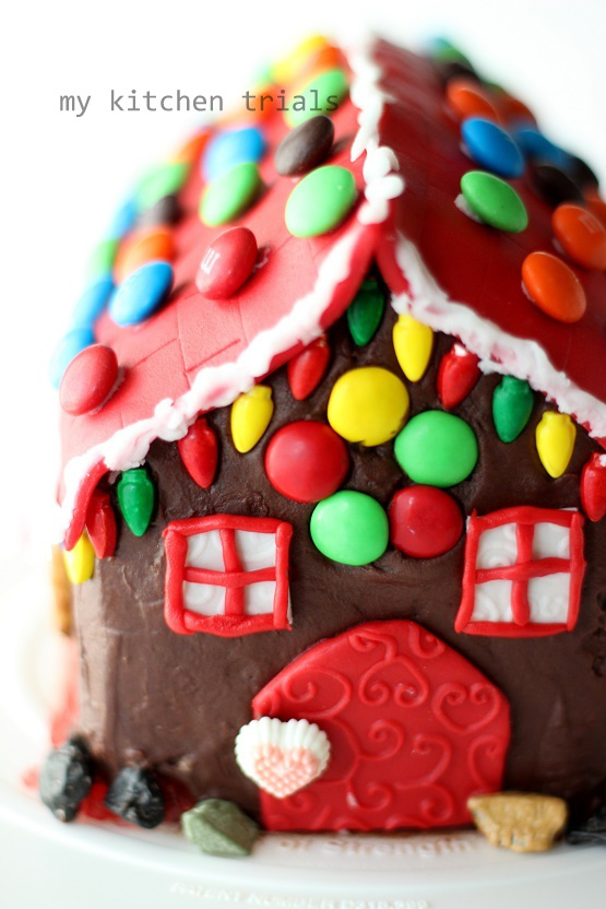 DIY Christmas gingerbread house cake (via https:)
