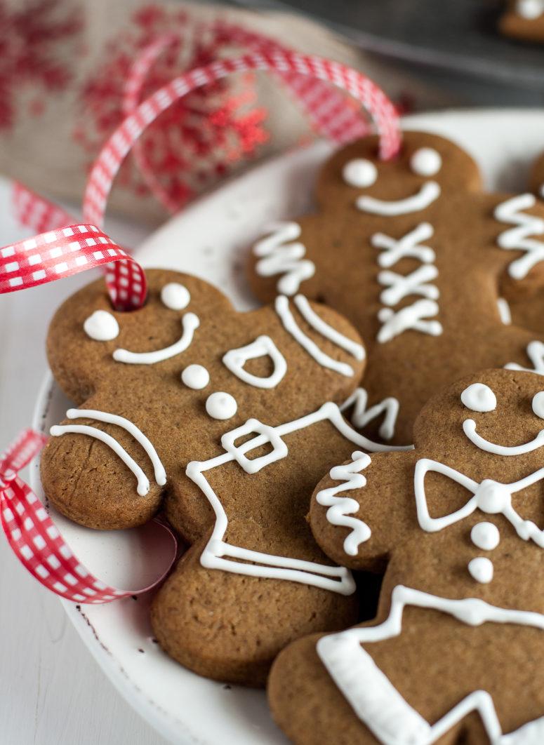 DIY decorated gingerbread cookies (via countrycupboardcookies.com)