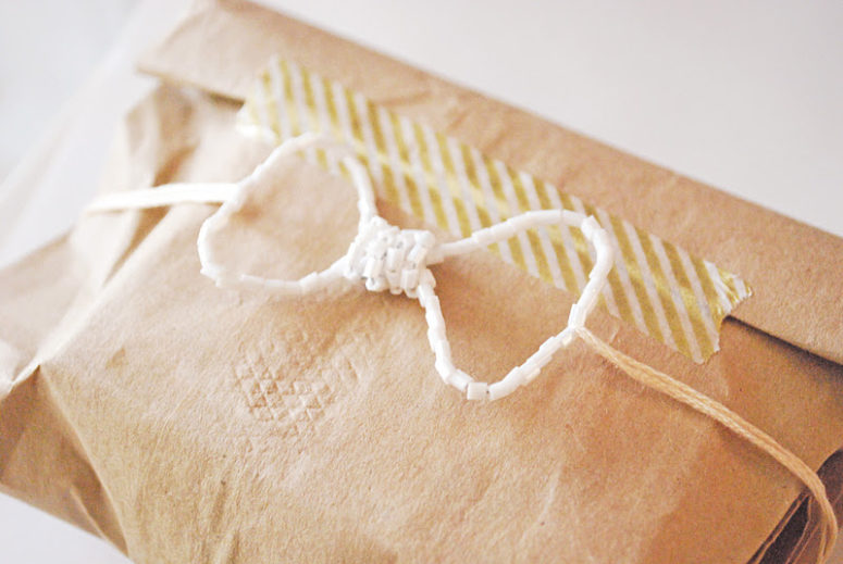 DIY seed bead bow for topping gifts (via www.stellaireblog.com)