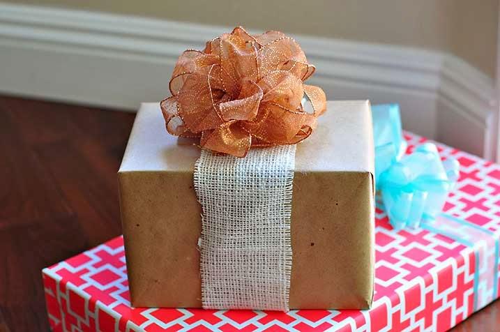 DIY pretty puffy bows  (via www.thecheesethief.com)