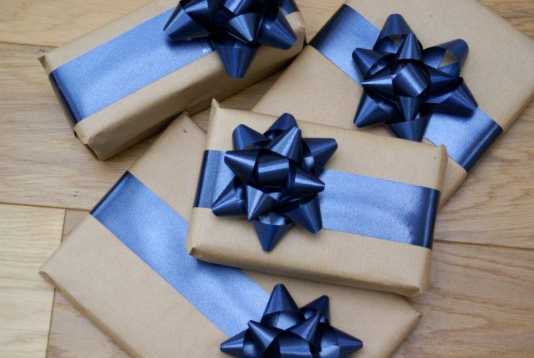 DIY pretty ribbon bow (via www.alifeofgeekery.co.uk)