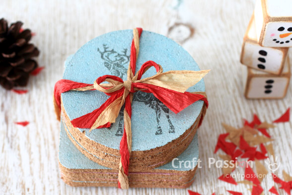 DIY stenciled cork coasters (via www.craftpassion.com)