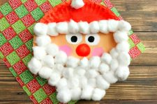DIY Santa of a paper plate and cotton balls