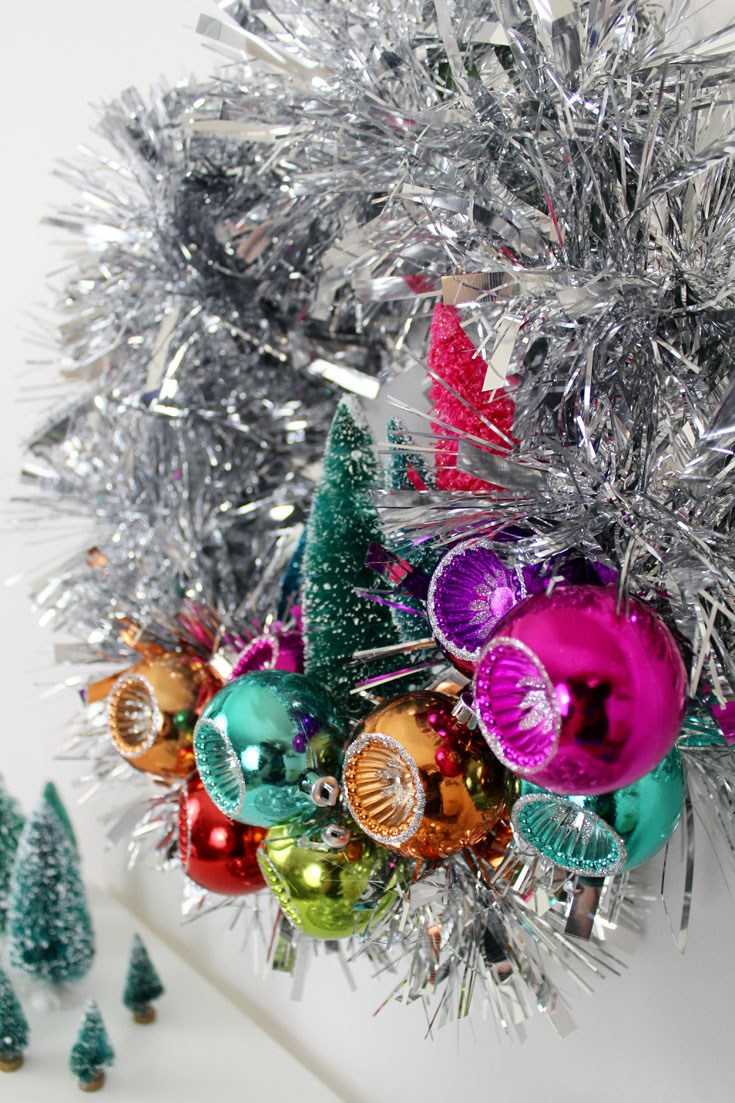 diy tinsel mid century modern wreath with ornaments via craftandtellcom