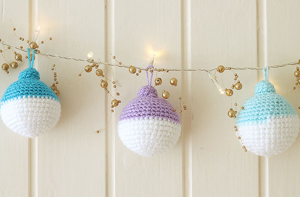 DIY crochet Christmas ball ornament garland (via https:)