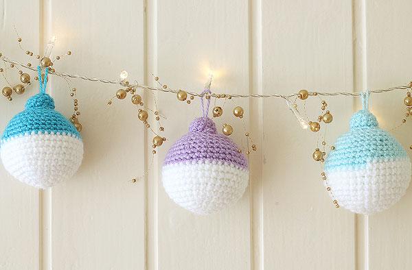 DIY crochet Christmas ball ornament garland (via https:)