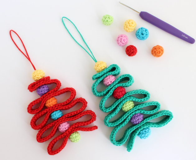 diy crochet ribbon christmas tree ornament via https