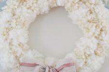 DIY fluffy pompom wreath for winter