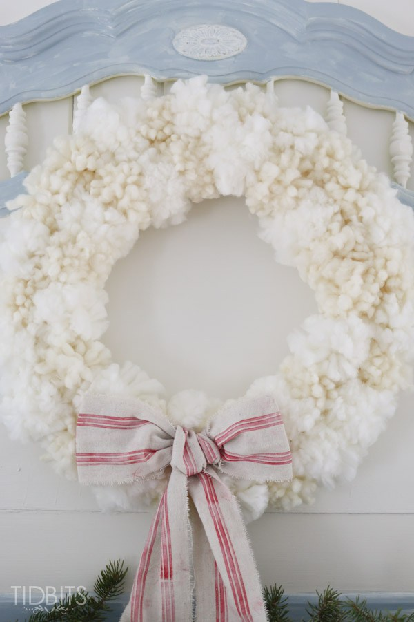 DIY fluffy pompom wreath for winter (via www.tidbits-cami.com)