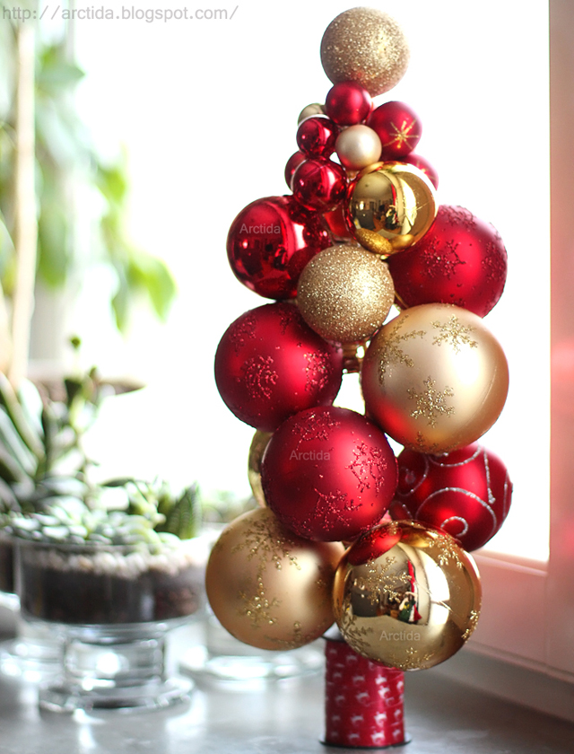 DIY Christmas ornament tabletop tree (via arctida.blogspot.ru)